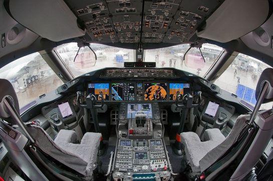 1024px-Boeing_787-8_N787BA_cockpit