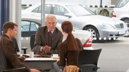 negotiating-with-a-car-salesman-612mz111910